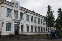 здание школы, в котором долгое время было районное управление лагерей, ныне снова школа