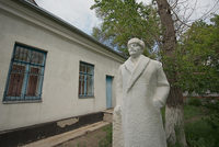 Памятник Ленину убран с главной площади Долинки